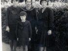 Helena Pakoszewska (pierwsza z prawej)