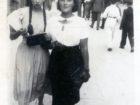 Helena Pakoszewska (z prawej). Zdjęcie wykonano w zakładzie Salomona Friedmana w Samborze
